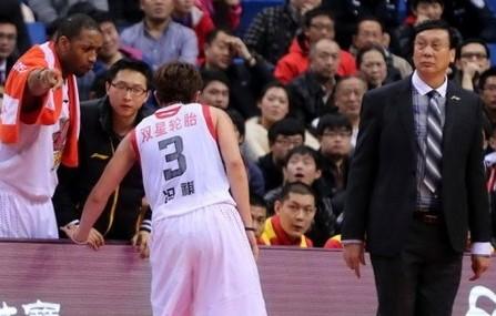 青岛确定教练组土洋结合,麦迪帮忙联系外教