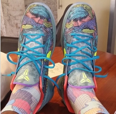 詹姆斯穿上科比的球鞋玩自拍_虎扑NBA新声