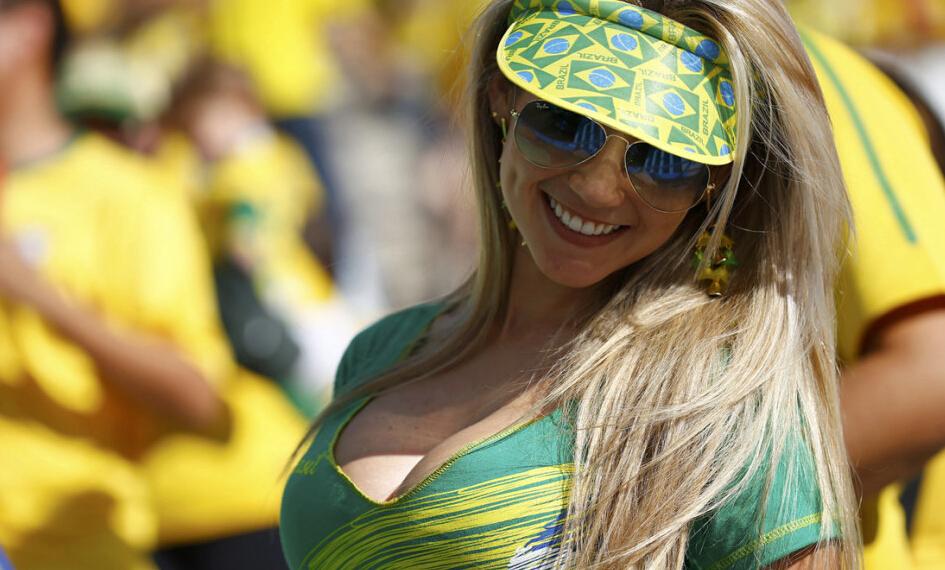 记者称被巴西妹子强吻 同行躺遭老婆查岗