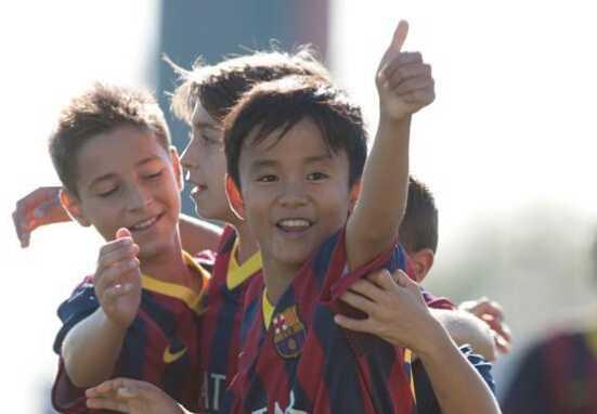 日本梅西拜别巴萨,FIFA禁令逼走天才