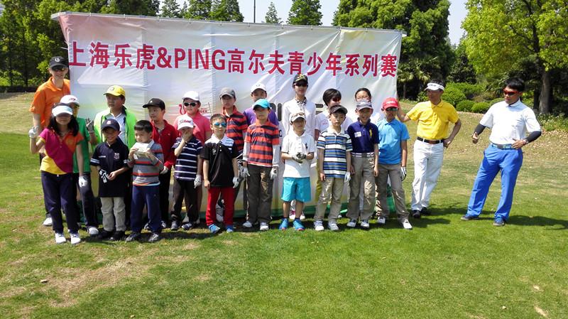 初次拥抱:乐虎青少年高尔夫9洞比杆赛