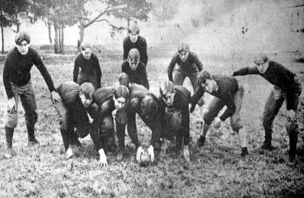 美式橄榄球是如何成为美国最流行的运动并经久不衰的
