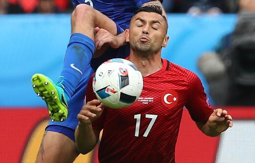 国安锋霸迎欧洲杯首秀!替补登场遗憾未救主