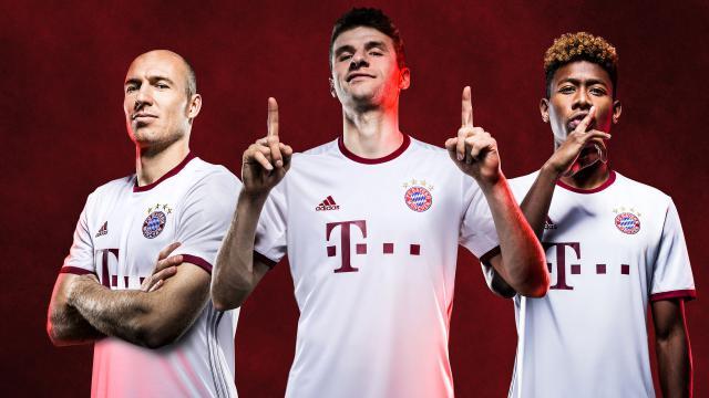 今天(周五)发布了新赛季的第三套球衣,这是一套专供欧冠比赛的球衣.图片