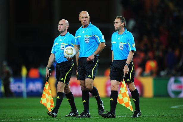 西甲足球黄牌累计规则_足球黄牌是什么意思_足球比赛红黄牌规则