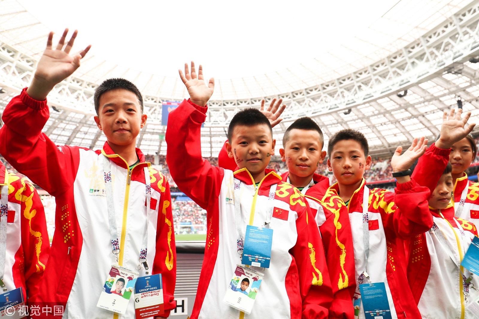 少年强则国强,11位蒙牛少年身着国旗服装亮相世界杯开幕式