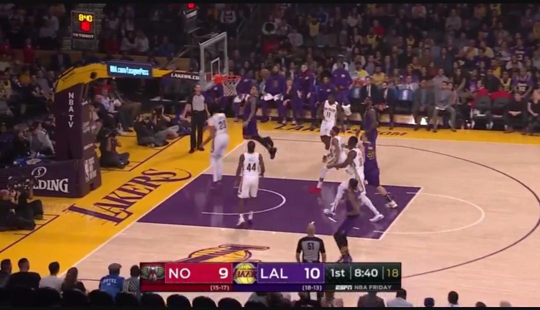 [虎][视频]詹姆斯长传助攻鲍尔上篮,随后库兹马上演单臂劈扣