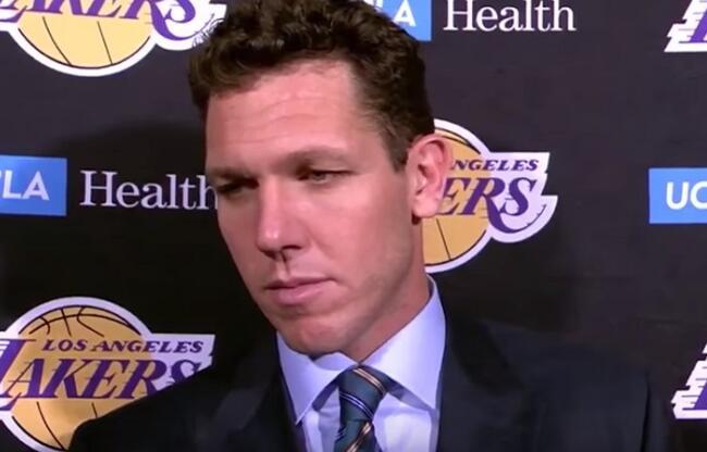 珍妮-巴斯:我可以确认球队中每个人都支持沃顿