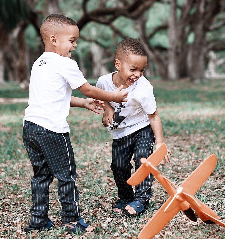 克里斯-波什祝双胞胎儿子3岁生日快乐:我爱你们