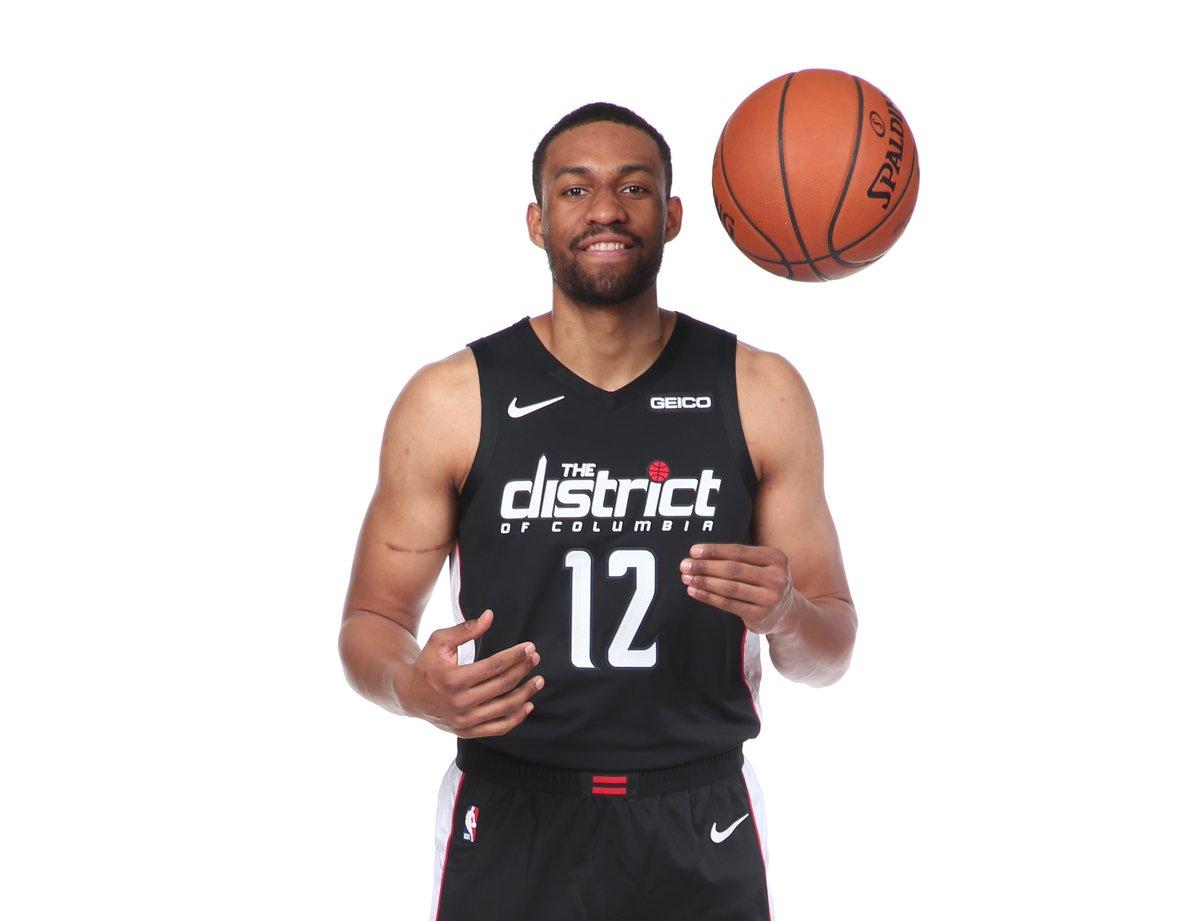 NBA官方祝贾巴里-帕克24岁生日快乐