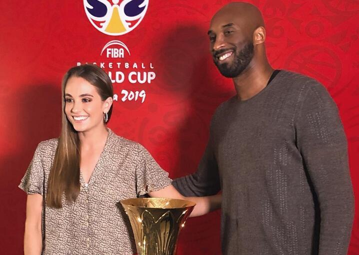 FIBA官方发布瑞秋和科比合影