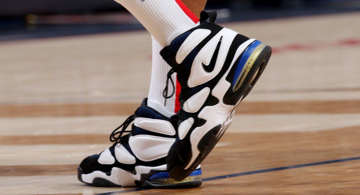 今日常规赛上脚球鞋一览:塔克上脚AirMax2Uptempo