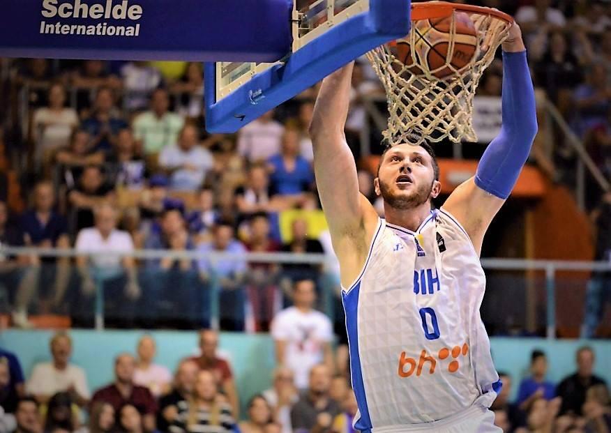 FIBA官方祝波黑中锋努尔基奇早日康复