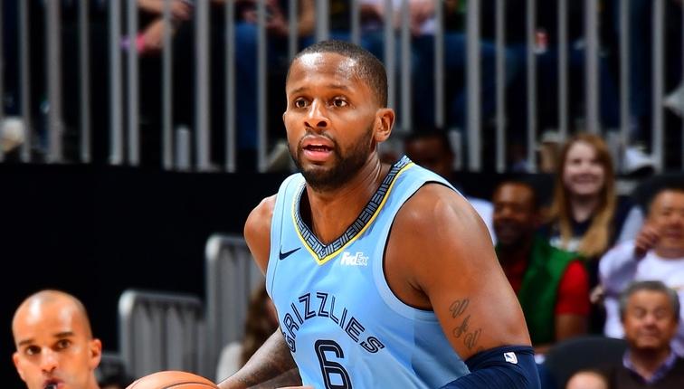 CJ-迈尔斯将执行2019-20赛季球员选项 NBA新闻