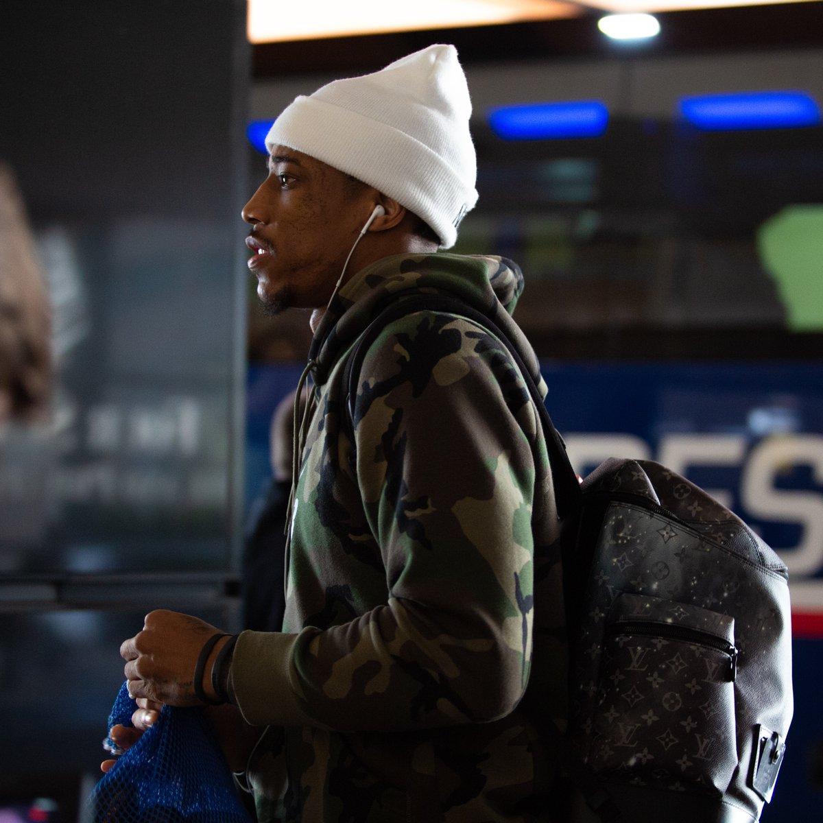 开启季后赛之旅!马刺众将抵达丹佛 NBA新闻 第1张