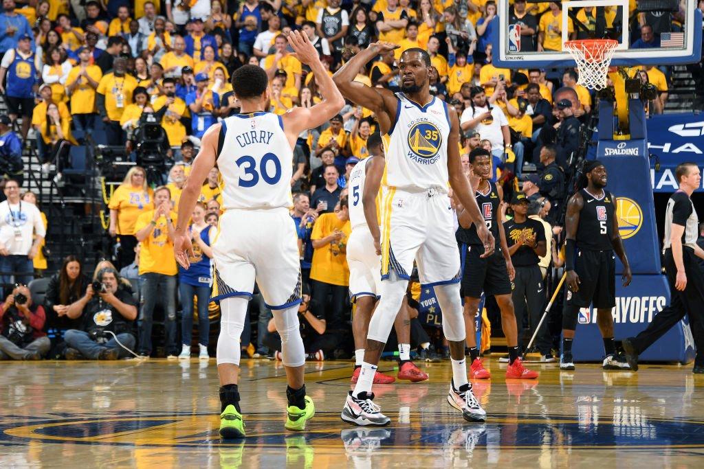库里季后赛砍下38分15板7助攻,队史比肩约翰斯顿 NBA新闻