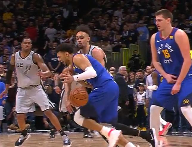 德里克-怀特半路杀出抢断贾马尔-默里,终结比赛悬念 NBA新闻