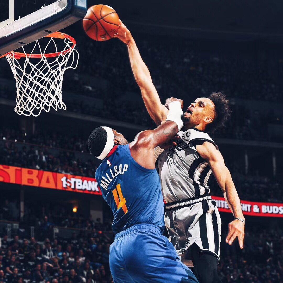 单臂隔扣+最后关键抢断,德里克-怀特16+5全场集锦 NBA新闻