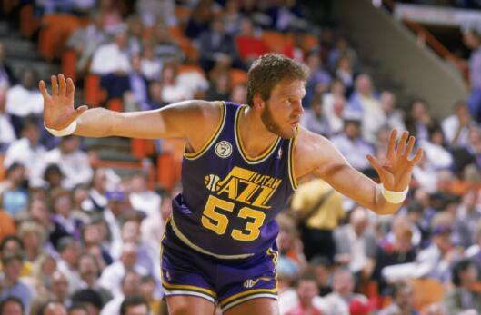 历史上的今天:1984-85赛季马克-伊顿场均5.56盖帽 NBA新闻