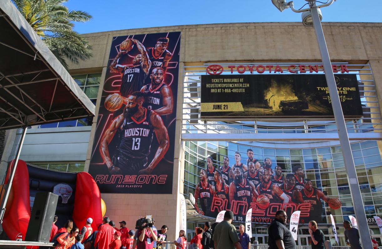 整装待发!火箭官方发布丰田中心球馆内外图集 NBA新闻 第1张