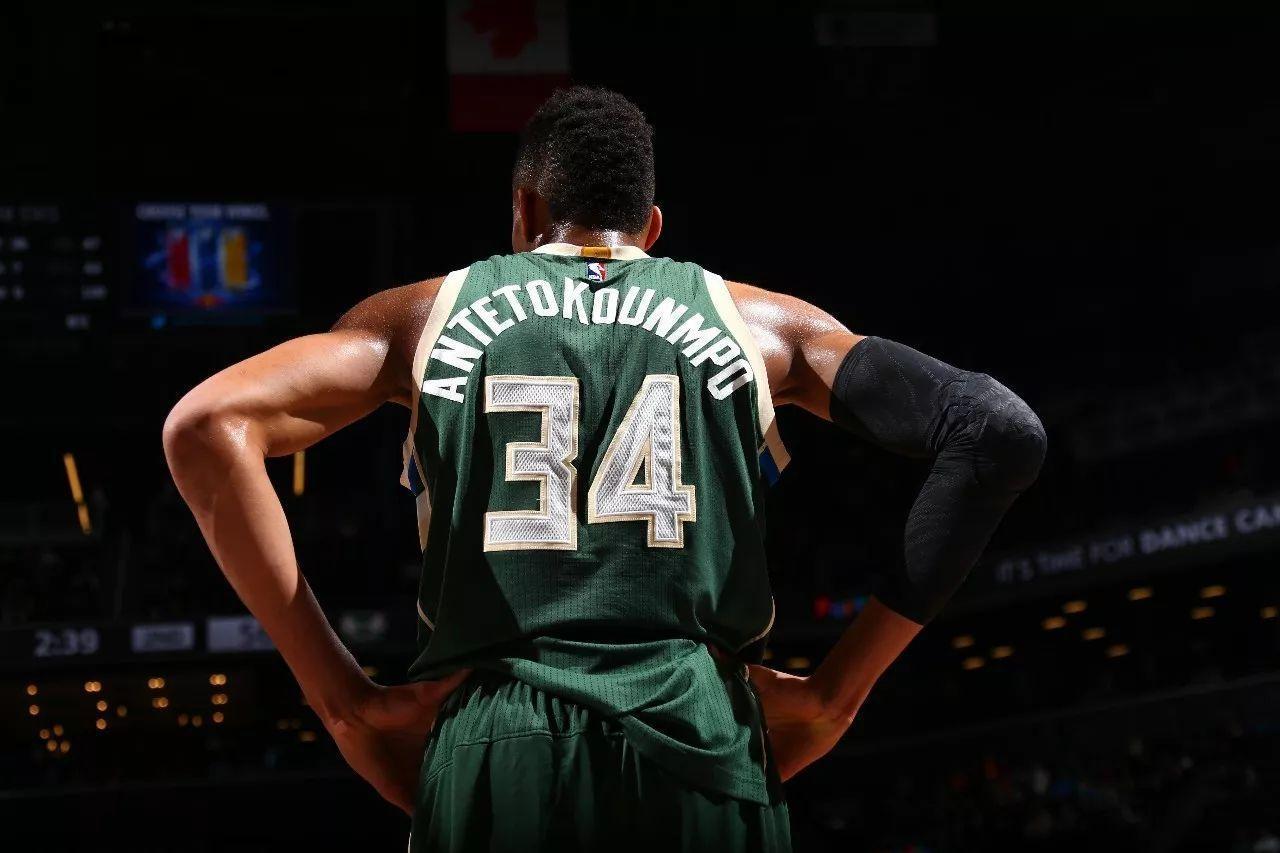 雄鹿大胜活塞35分,净胜分位列队史季后赛第3 NBA新闻