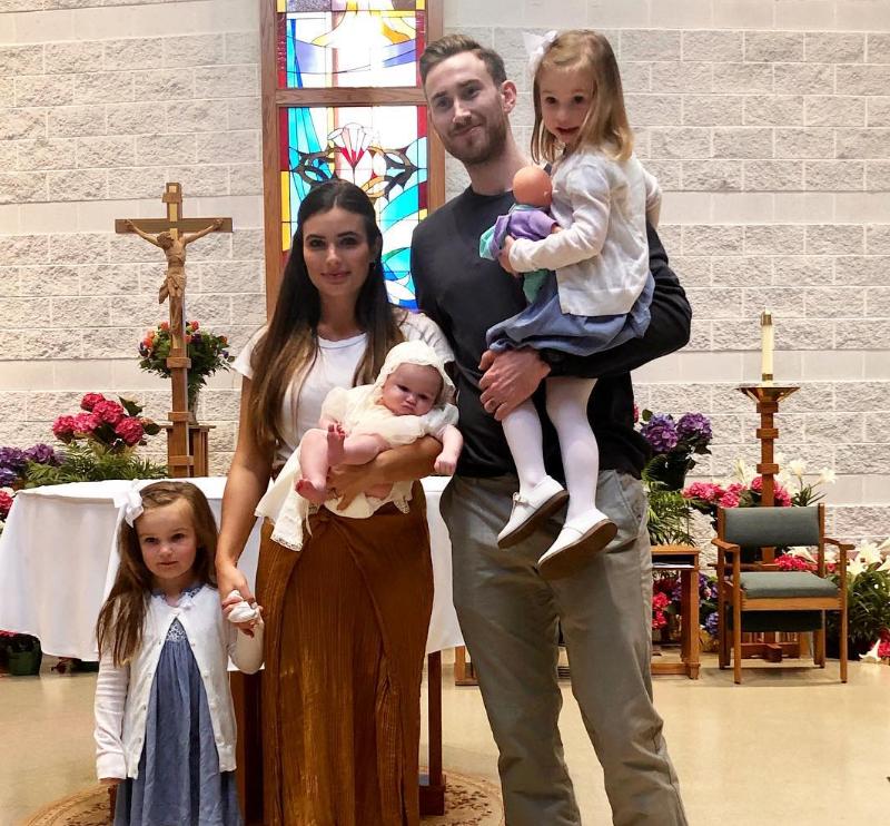 幸福一家人!海沃德一家为小女儿举办洗礼仪式