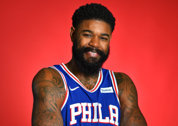 NBA官推祝76人中锋阿米尔-约翰逊32岁生日快乐