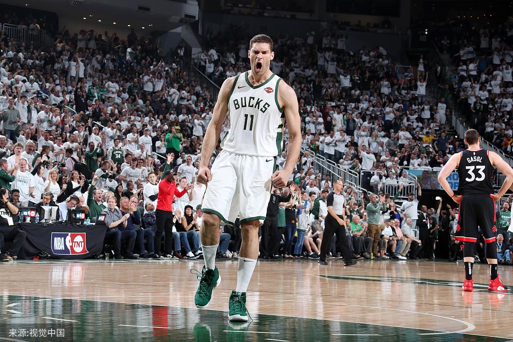 神兵天降!季后赛得分新高,大洛佩斯爆砍29+11集锦 NBA新闻