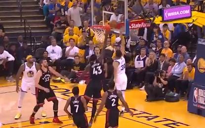[视频]库里连得7分!突破上篮命中,三分一箭穿心