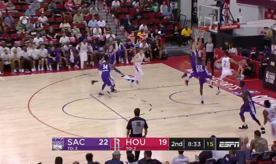 [虎][视频]奇奥萨突破后隐蔽妙传助哈滕篮下打成2+1 NBA新闻