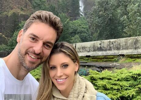 大加索尔晒与妻子合照:享受在俄勒冈的周日