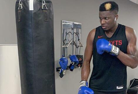 卡佩拉晒训练照:转换到拳击模式