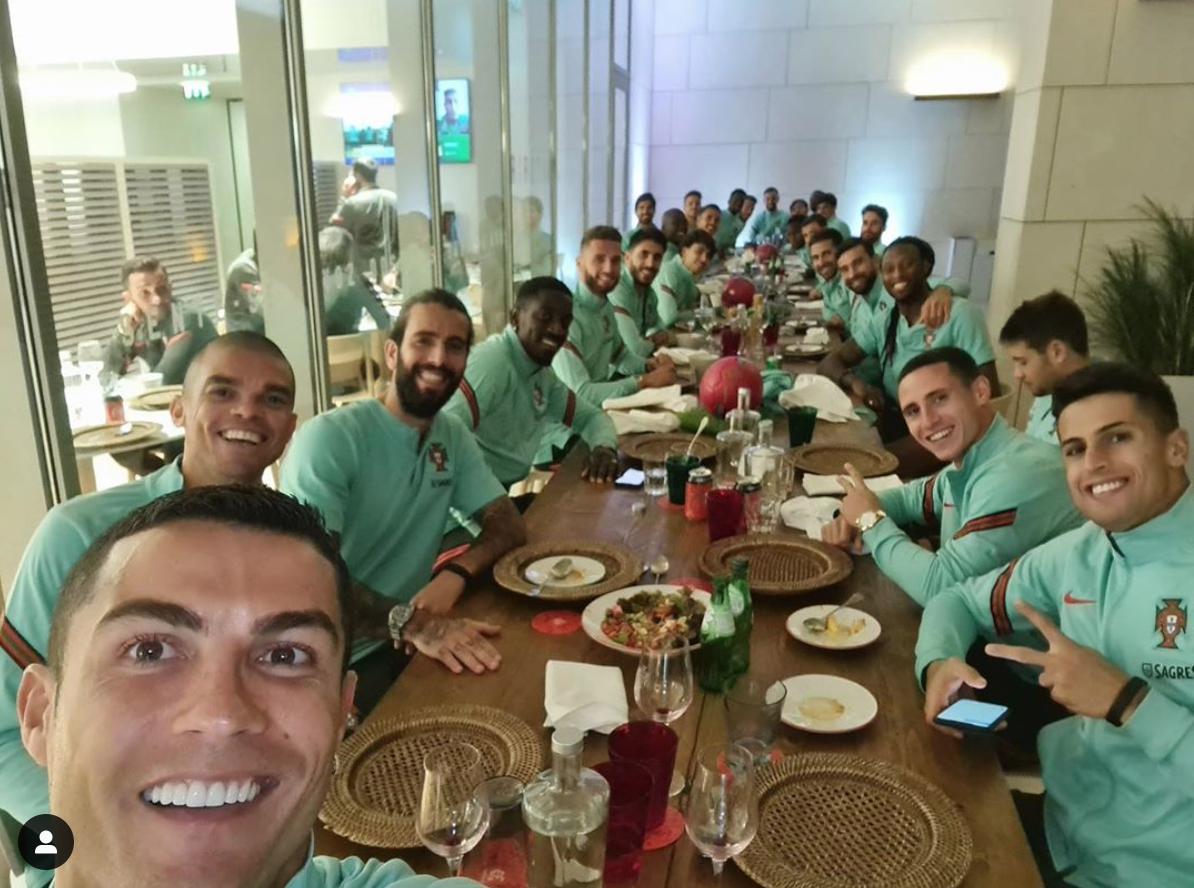 揪心!C罗确诊新冠,昨天葡萄牙全队曾一起共进晚餐