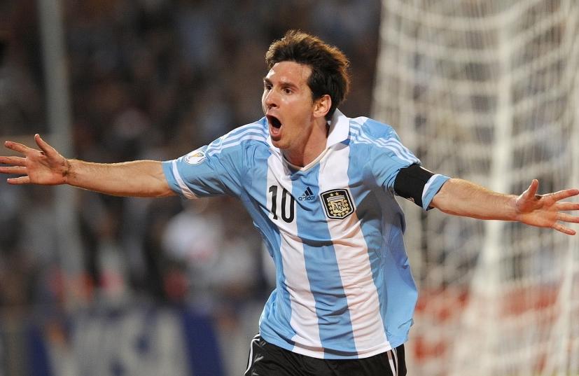 梅西2球阿圭罗建功,阿根廷3-0乌拉圭