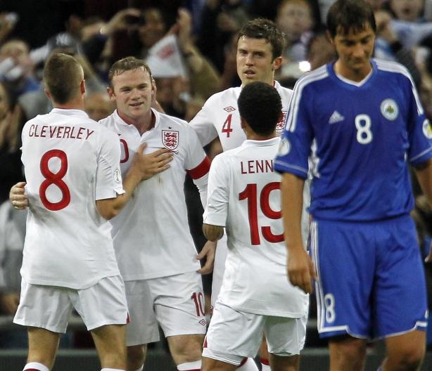 鲁尼梅开二度,英格兰5-0大胜圣马力诺