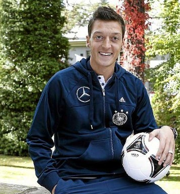 厄齐尔:我的目标之一是在穆帅帐下踢球