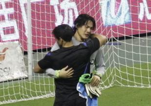 王大雷:没能给球迷带来快乐所以落泪