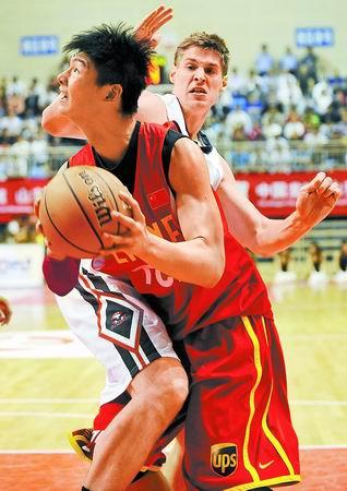 福建增加热身赛狂练王哲林