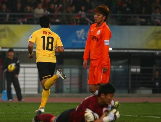 巴里奥斯破门郜林染红,贵州1-1恒大