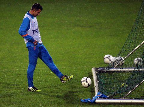 范佩西因伤缺席荷德友谊赛
