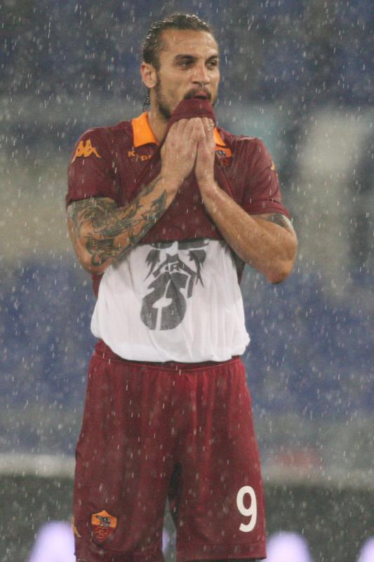 罗马锋霸因伤退出意大利国家队