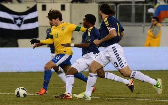 卡卡中框内马尔失点,巴西1-1哥伦比亚