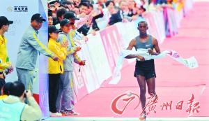 广州马拉松男女冠军:拿奖金回国买房