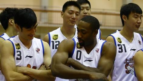 签下阿里纳斯,上海赛季目标仍是保八争六