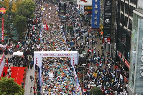 上海国际马拉松赛劝退不适宜参赛者