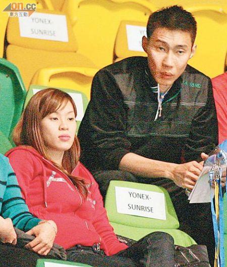 港羽赛:李宗伟携妻子现身看台引骚动