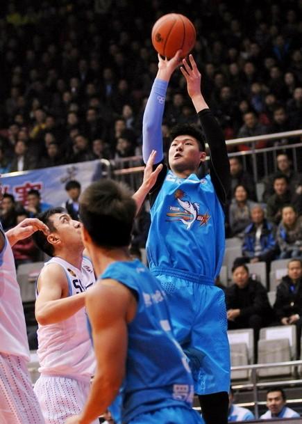 王哲林21分13板,福建仍惨败新疆