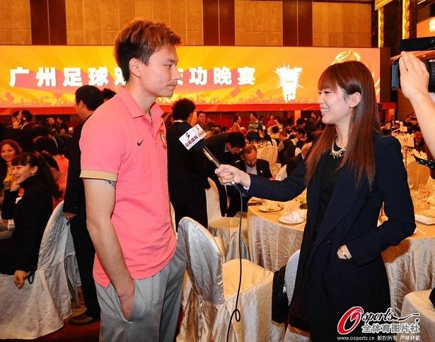 郜林现场接受女友王晨采访,引众人围观