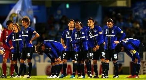 J联赛综述:浦和红钻进亚冠大阪钢巴降级