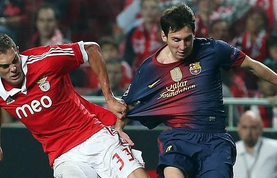 梅西替补伤退,巴萨0-0闷平本菲卡